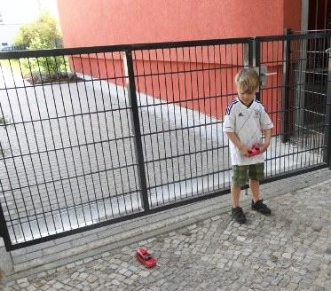 Fritz muß draußen spielen