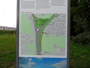 Informationstafel am Mauerweg/Esplanade