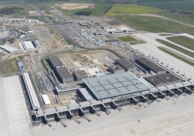 BER aus der Vogelperspektive  Foto: Günter Wicker Flughafen-Berlin-Brandenburg
