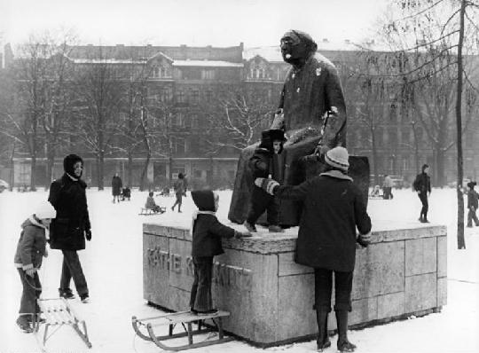 Käthe Kollwitz Denkmal Foto: Horst Sturm - 30.Januar 1976 Bundesarchiv