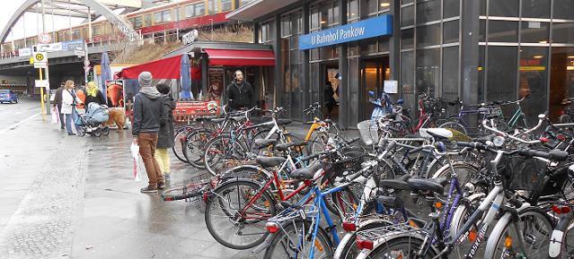 U + S-Bahnhof Pankow zugeparkt