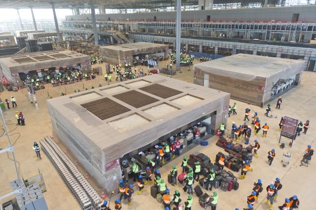Probebetrieb im Hauptterminal Flughafen BER im Juli 2012