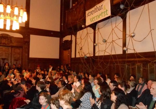Frauentagsfest im Rathaus Pankow: streitbar & venetzt