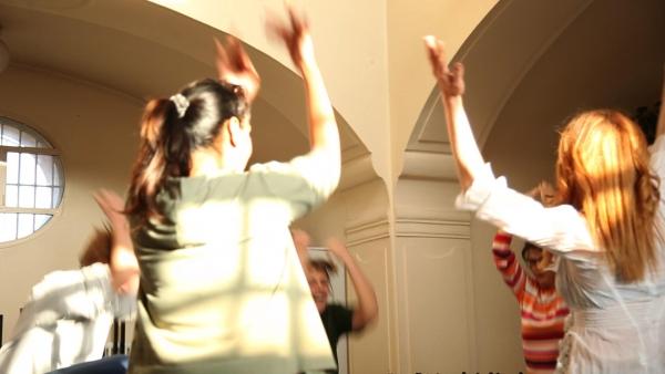 Tanzszene im Theaterworkshop in der JVA Pankow Foto: Jarek Raczek
