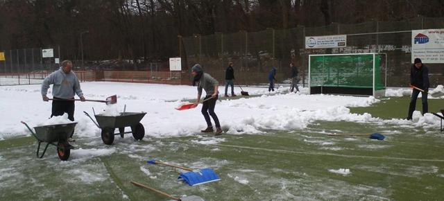 Potsdamer packen an> Schnee schippen  für SG Rotation Prenzlauer Berg
