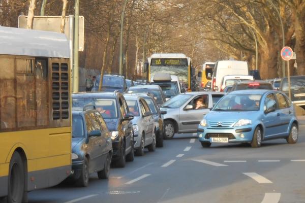 Verkehrs-Stau am 6.3.2013 in der Granitzstrasse Ecke Kissingenstrasse