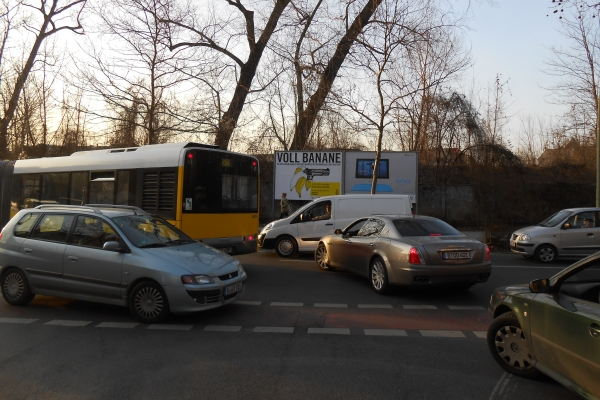Verkehrsstauu an der Kreuzung Granitzstrasse/Kissingenstrasse am 6.3.2013