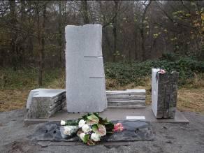 Denkmal an der Hobrechtsfelder Chaussee  F. J. Münch