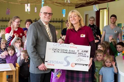 GESOBAU-Stiftung spendet 1000 Euro für Kita Schwalbennest