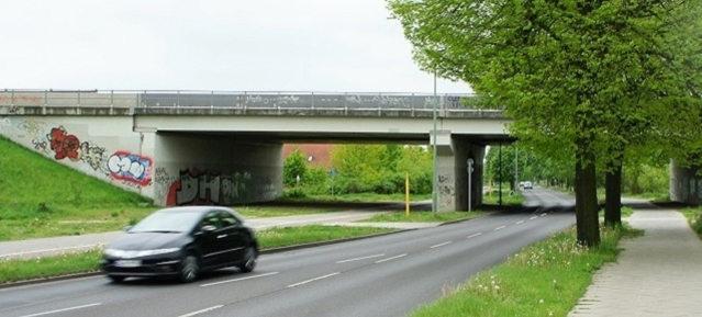 Geplante Autobahnanschlußstelle Karow / Buch vom Tisch