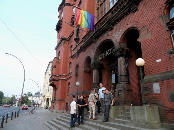 Auf der Rathaustreppe am 20.06.2013