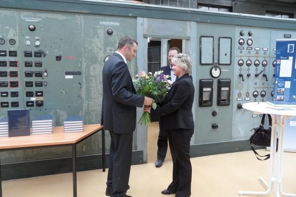 Blumen für die Autorin Kerstin Lindstädt