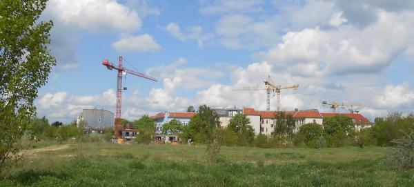 Schneller Bauen in Pankow: Kräne über dem Florakiez