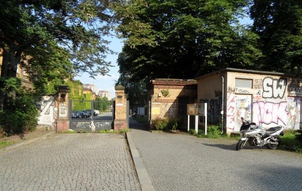 """""""Stadttor Prenzlauerberg"""" - Eingang zum Bezirksamtsgelände Fröbelstrasse"""