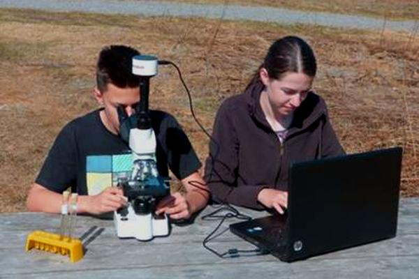 Expedition zum Nordkap: das Mikroskop ist mit dabei - Foto: Anna Geisler