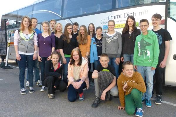 Expedition zum Nordkap: Grupenbild mit Bus Foto: Anna Geisler