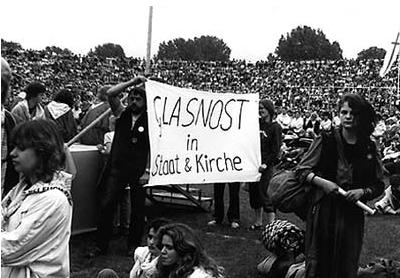 Abschluss des offiziellen Kirchentags 1987 - KvU demonstriert