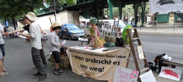 Stoppt das Landgrabbing - Demonstration am 17.7.2013 vor der BVVG