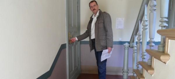 Zwangsräumung trotz Guthaben - Mieter F.H. vor seiner Wohnung