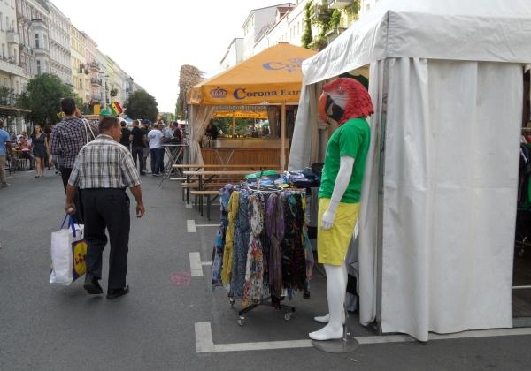 CastingCarree-Festival: Papageienfigur als Deko