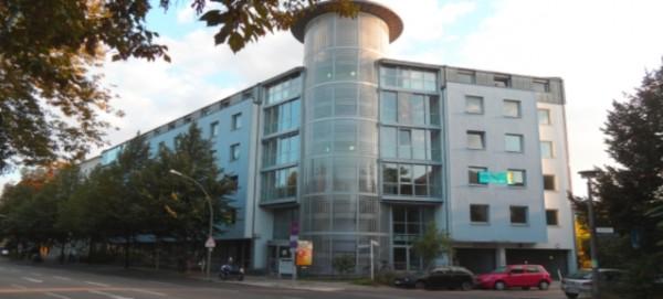 Bürohaus wird Flüchtlingsheim - Mühlenstrasse 34 in Pankow