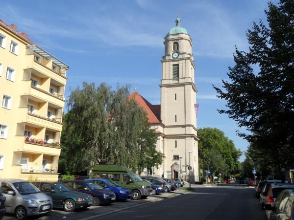 Hoffnungskirche prägt das Stadtbild in Pankow-Süd