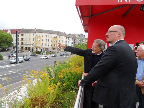 Kurt Krieger informiert den SPD-Landesvorsitzenden Jan Stöß