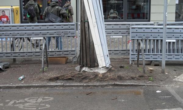 Pappelallee: zu hoch geplanzt oder zu tief und zu dicht gepflastert?