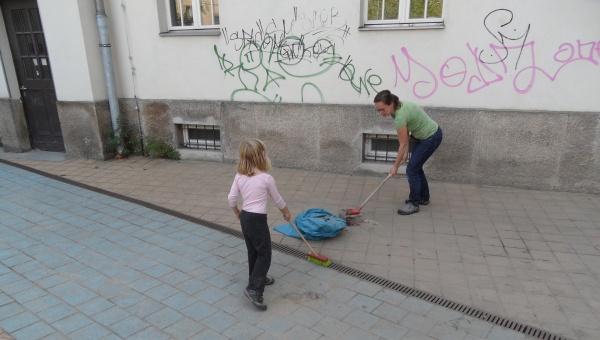 Schule am Falkplatz:  große und kleine Helfer machten mit!