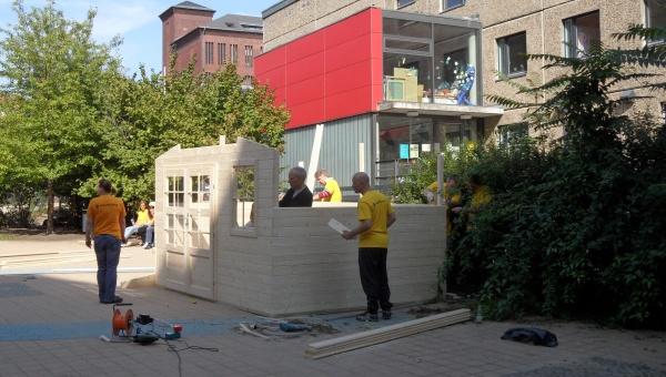 Schule am Falkplatz: Blockhaus im Bau