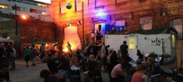 WBB-Berlin: Biergarten mit Ruinen-Look