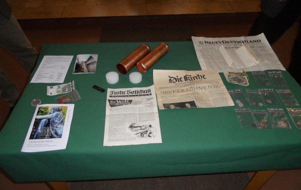 Dokumente, Urkunden und Münzen aus der Zeitkapseln der Turmzier
