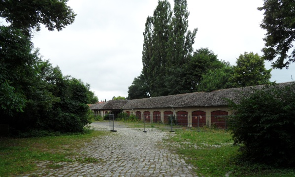 Nordgaragen am Schloß Schönhausen