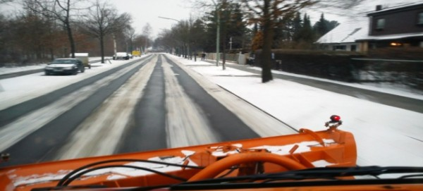 Schneebeseitigung mit dem BSR-Räum- und Streufahrzeug