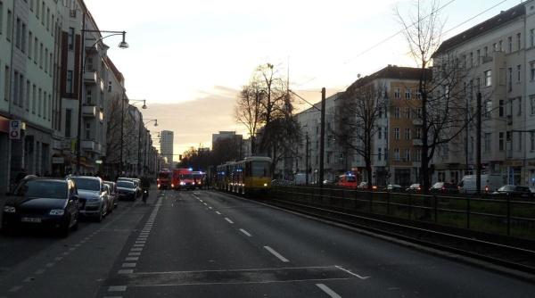 Tramunfall in der Greifswalder Straße Ecke Hufelandstrasse am 27.12.2013