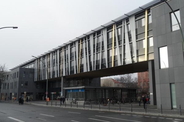 Dienstleistungszentrum Garbátyplatz