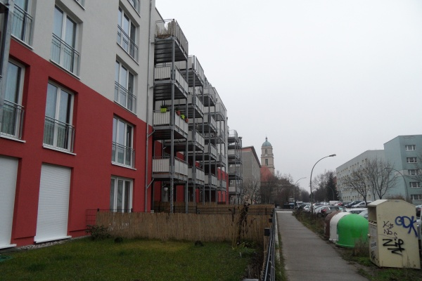 NCC-Wohnanlage: Trelleborger Strasse mit Blick zur Hoffungskirche