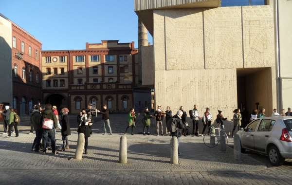 BAIZ: Umzugs-Menschenkette am Pfefferberg 23.2.2014
