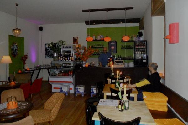 Eet Café Linda Carell: Theke