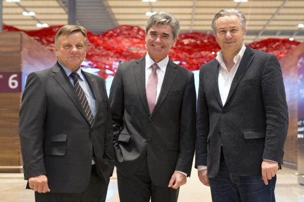 Mehdorn und Wowereit begrüßen Siemens-Chef Kaeser am BER - Foto: Günter Wicker/Flughafen Berlin Brandenburg GmbH