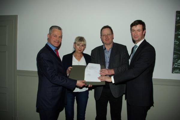 Unterzeichnung Rahmenvertrag 11.2.2014 Christian Wilkens, Sylvia Hoehne-Killewald,Jens-Holger Kirchner, Lars Holborn v.l.n.r.
