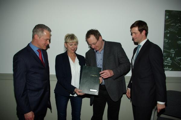 Unterzeichnung Rahmenvertrag 11.2.2014 - Foto GESOBAU AG