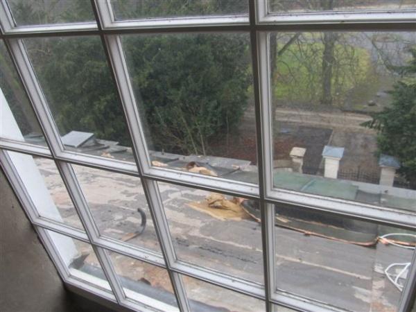 Dachschaden am Vordach der Bucher Schlosskirche
