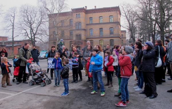 Elterninitiative Homer-Grundschule & Schüler  am 5.3.2014 vor der BVV-Pankow