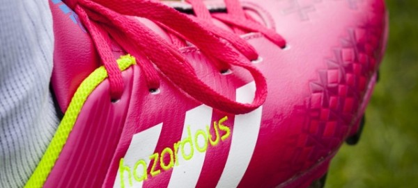 "Greenpeace: Fußballschuh ""Hazardous"""