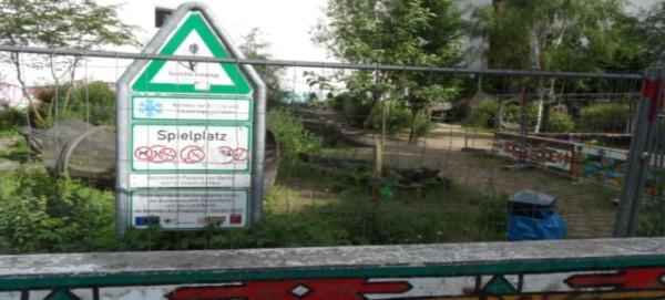 Spielplatz gesperrt! Kopenhagener/Rhinower Straße