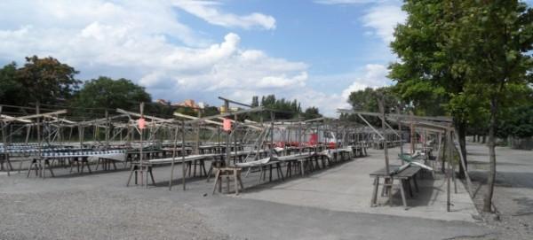 Wochentags Leere: Flohmarktstände am Mauerpark