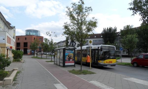 Achillesstraße: Bushaltestelle