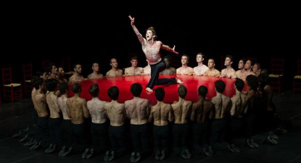 Bolero, Bejart Ballet - Foto: © Lauren Pasche