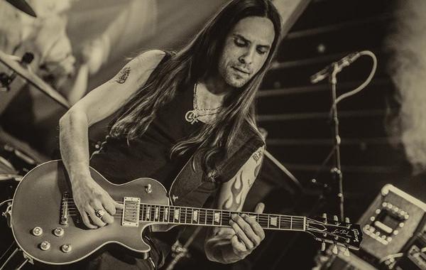 Nick Van Delft  - Sänger und Gitarrist - © ZODIAC